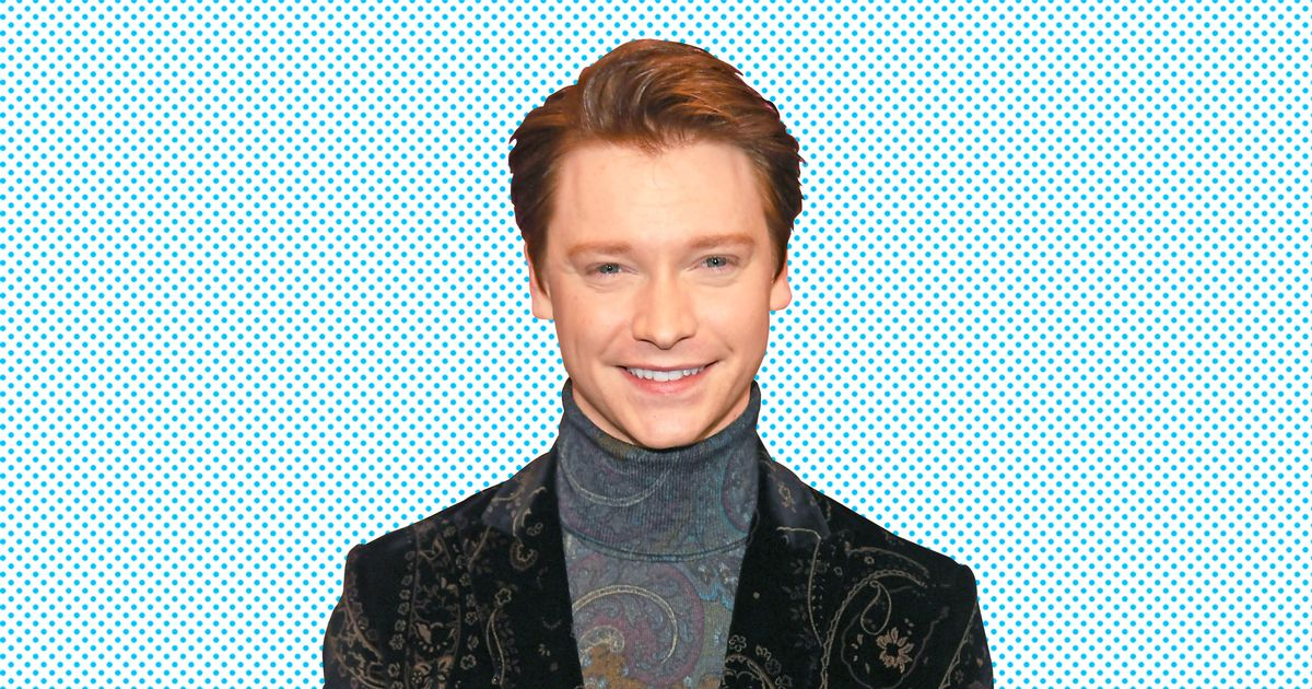 Calum Worthy Height and Weight, Bio, Wiki & Facts